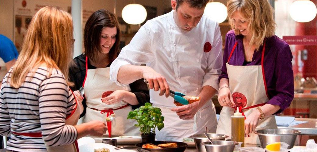 Les étudiants de KEDGE Marseille vont recevoir un cours de cuisine par un Chef ! - KEDGE